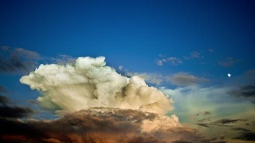 Les cieux avec des nuages