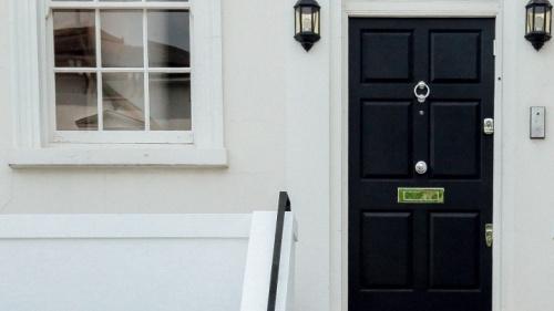 La porte d'une maison