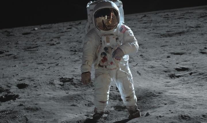 Un astronaute sur la lune